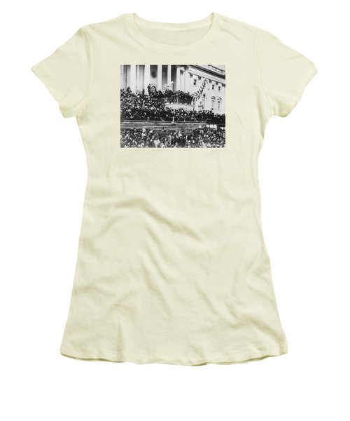 Abraham Lincoln Gives His Second Inaugural Address - March 4 1865 Women's T-Shirt (Junior Cut) by International  Images