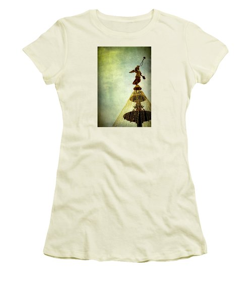 Angel On The Fountain Women's T-Shirt (Athletic Fit)