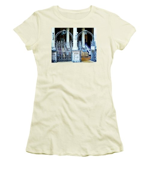 Arched Entrance In Mumbai Women's T-Shirt (Athletic Fit)