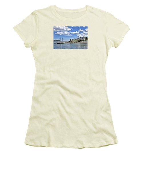 Bar Harbor Inn - Maine Women's T-Shirt (Junior Cut) by Brendan Reals