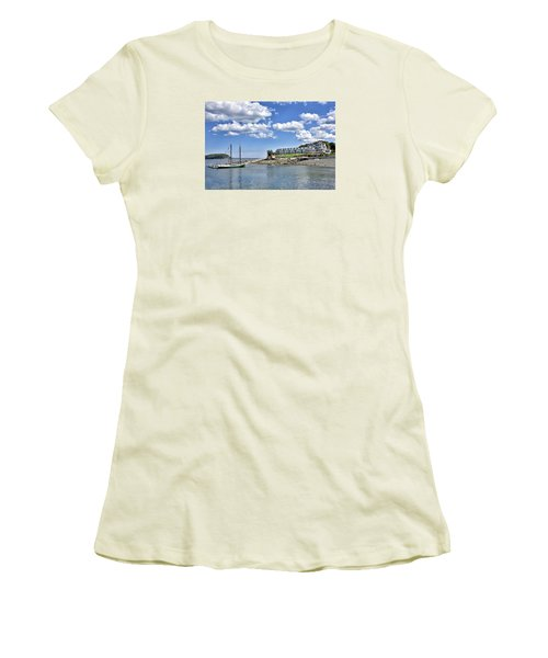 Bar Harbor Inn - Maine Women's T-Shirt (Athletic Fit)