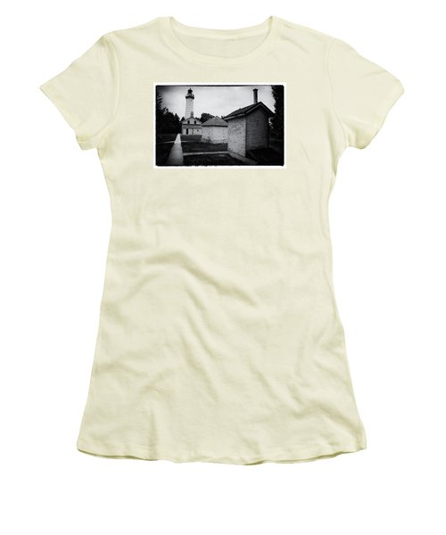Cana Island Retro Women's T-Shirt (Athletic Fit)
