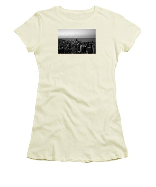 Chicago Skyline Bw Women's T-Shirt (Athletic Fit)