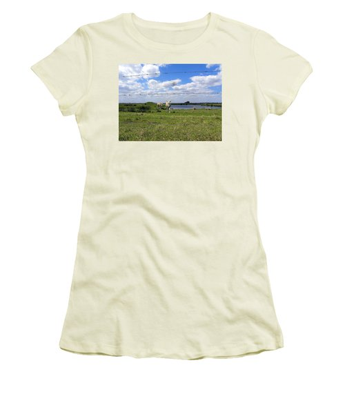 Women's T-Shirt (Junior Cut) featuring the photograph Don't Fence Me In by Chris Mercer