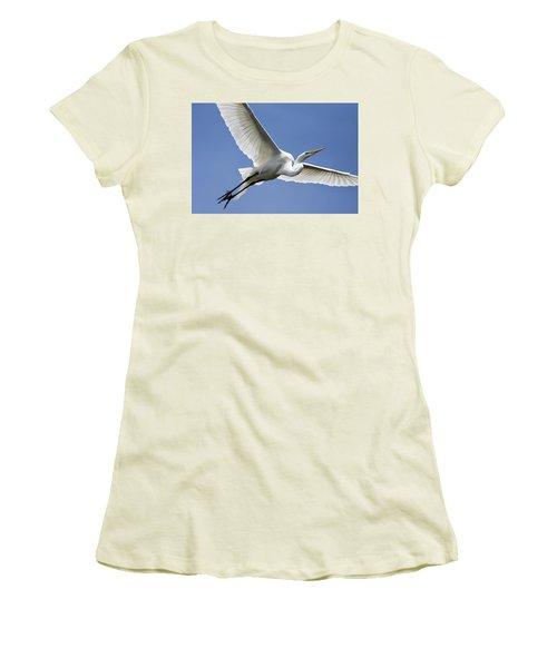 Great Egret Soaring Women's T-Shirt (Junior Cut) by Gary Wightman