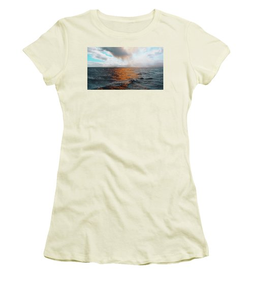 Hawaii Women's T-Shirt (Athletic Fit)