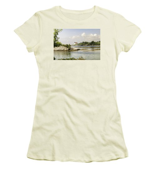 Hendricks Head Lighthouse Women's T-Shirt (Athletic Fit)