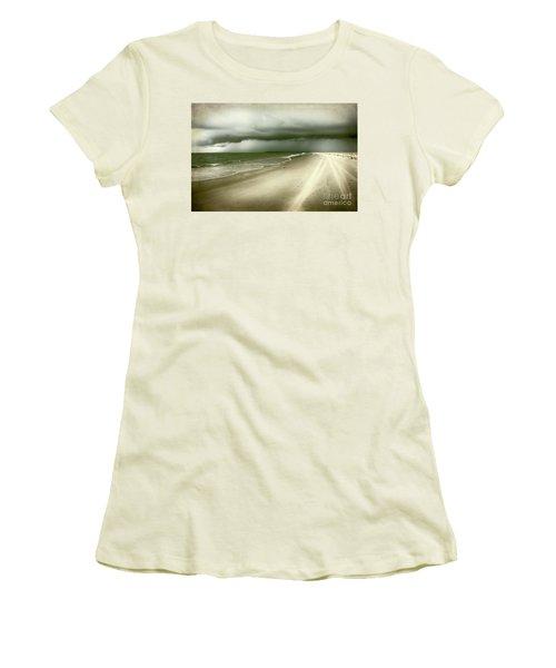 Hurricane Storm Ocracoke Island Outer Banks Women's T-Shirt (Junior Cut)