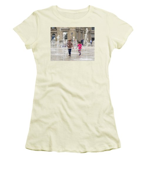 London Fun  Women's T-Shirt (Athletic Fit)