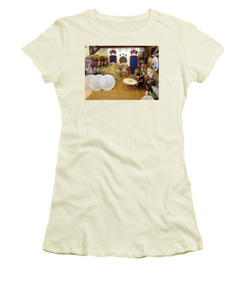 Making Chinese Paper Umbrellas Women's T-Shirt (Junior Cut)