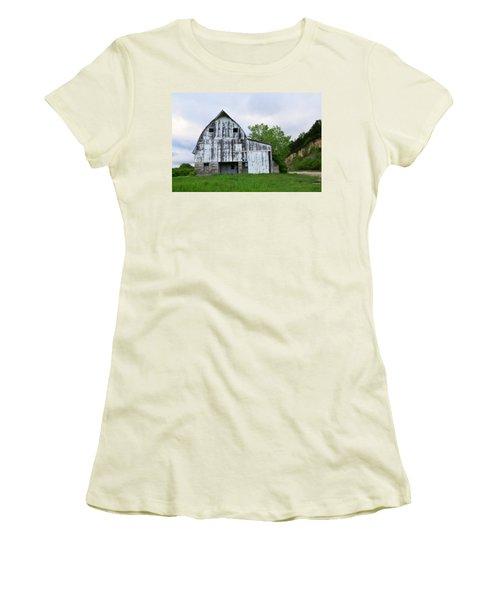 Mcgregor Iowa Barn Women's T-Shirt (Junior Cut) by Kathy M Krause