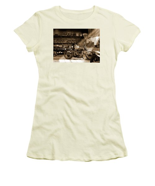Old Motorcycle Shop Women's T-Shirt (Athletic Fit)