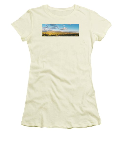 Panorama Of Santa Fe And Sangre De Cristo Mountains - New Mexico Land Of Enchantment Women's T-Shirt (Athletic Fit)
