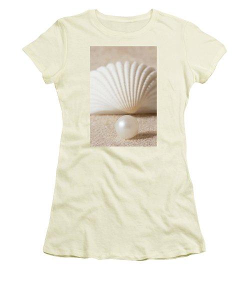 Pearl And Shell Women's T-Shirt (Athletic Fit)
