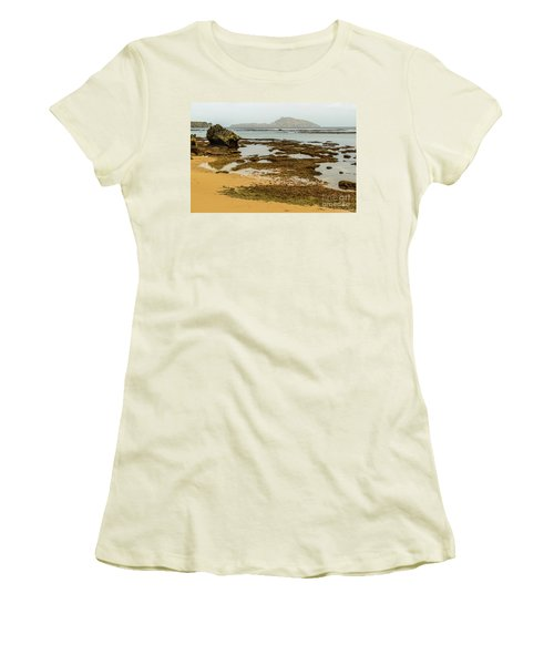 Phillip Island 01 Women's T-Shirt (Athletic Fit)