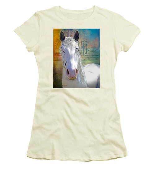 Pretty Eyes Women's T-Shirt (Athletic Fit)