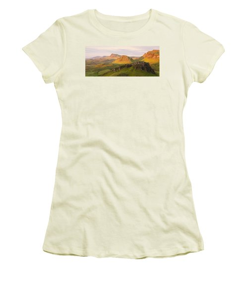 Quiraing Panorama Women's T-Shirt (Athletic Fit)