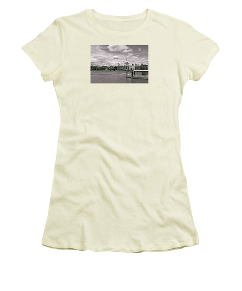 Saint Pauls Cathedral Along The Thames Women's T-Shirt (Junior Cut)