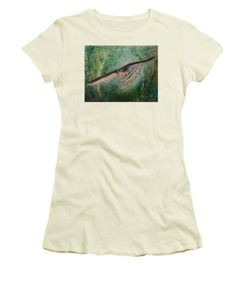 Sparrowhawk Hunting Women's T-Shirt (Athletic Fit)
