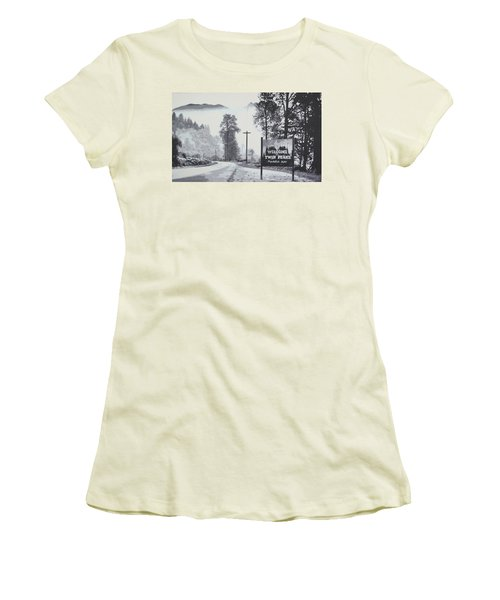 Welcome To Twin Peaks Women's T-Shirt (Athletic Fit)