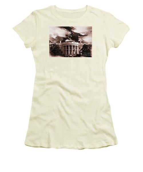 White House Washington Dc Women's T-Shirt (Junior Cut) by Gull G