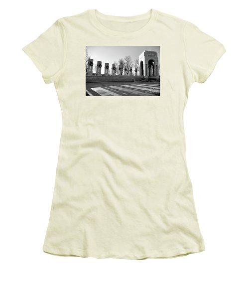 World War 2 Memorial Bw Women's T-Shirt (Athletic Fit)