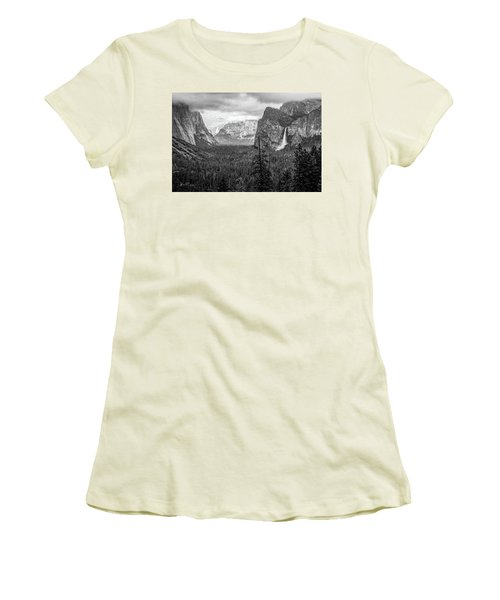 Yosemite View 38 Women's T-Shirt (Athletic Fit)