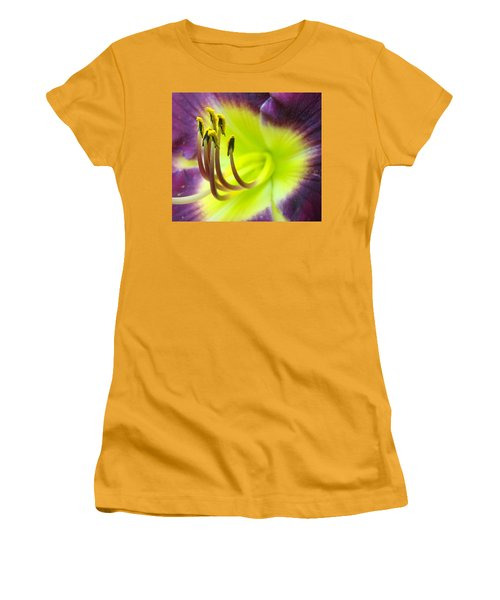 Daylily Macro 2 Women's T-Shirt (Athletic Fit)