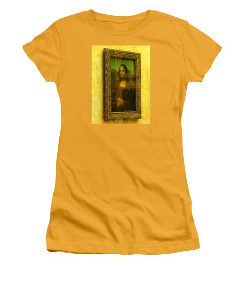 Glance At Mona Lisa Women's T-Shirt (Athletic Fit)