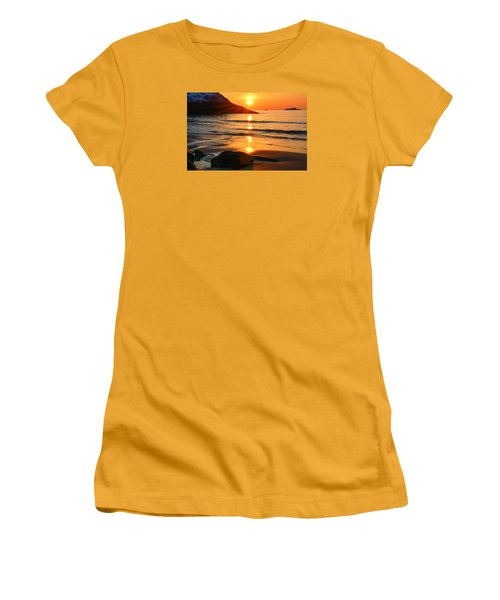 Golden Morning Singing Beach Women's T-Shirt (Athletic Fit)