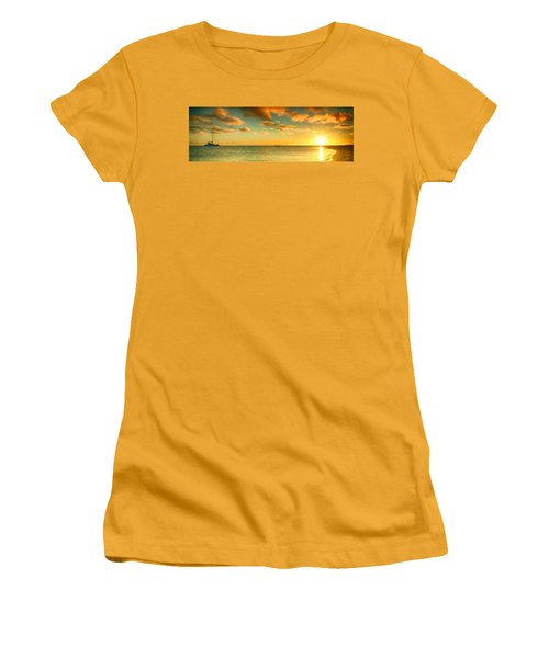 Panoramic Photo Sunrise At Monky Mia Women's T-Shirt (Athletic Fit)