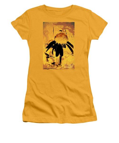 Grunge  Daisy Art Women's T-Shirt (Athletic Fit)