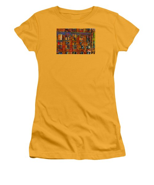 Avant-garde Building Women's T-Shirt (Athletic Fit)