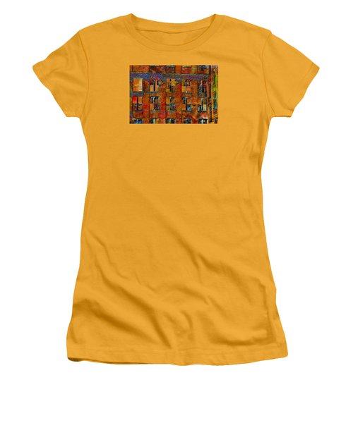 Avant-garde Building Women's T-Shirt (Athletic Fit)