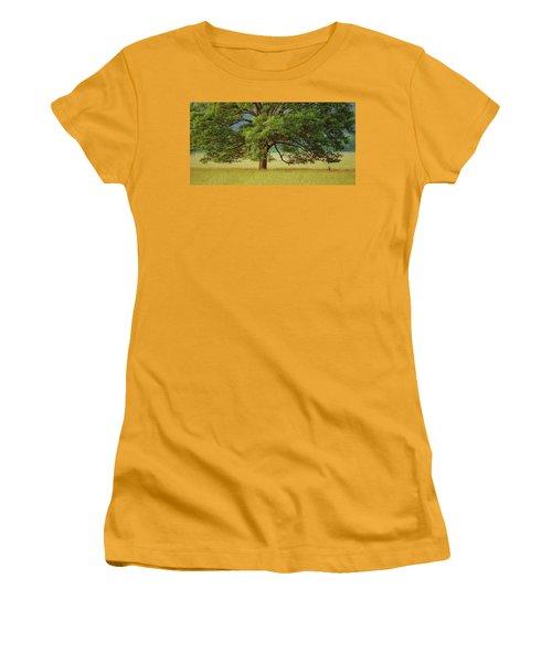Big Oak Women's T-Shirt (Athletic Fit)