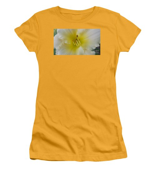 Lemon Daylily Women's T-Shirt (Junior Cut)