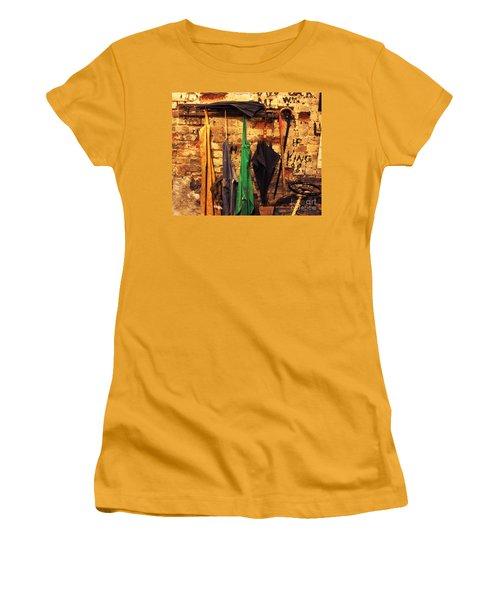 Mark Twain's Coat Rack Women's T-Shirt (Athletic Fit)