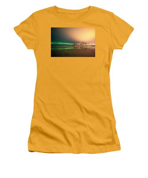 Northern Light In Lofoten Nordland 5 Women's T-Shirt (Junior Cut) by Dubi Roman