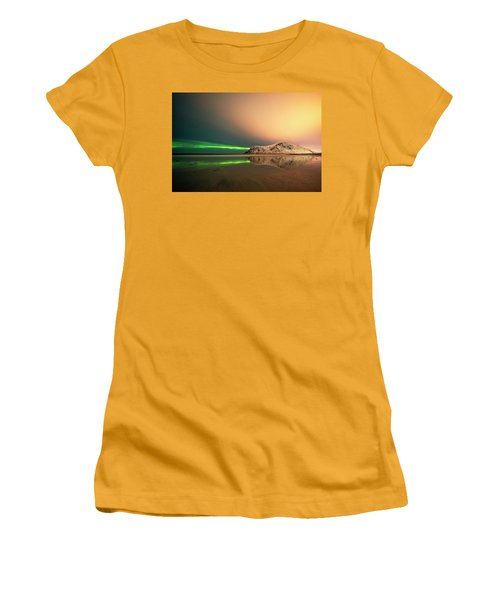 Northern Light In Lofoten Nordland 5 Women's T-Shirt (Athletic Fit)