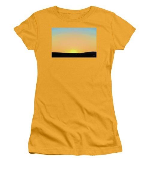Women's T-Shirt (Junior Cut) featuring the photograph Southwestern Sunset by David Gordon