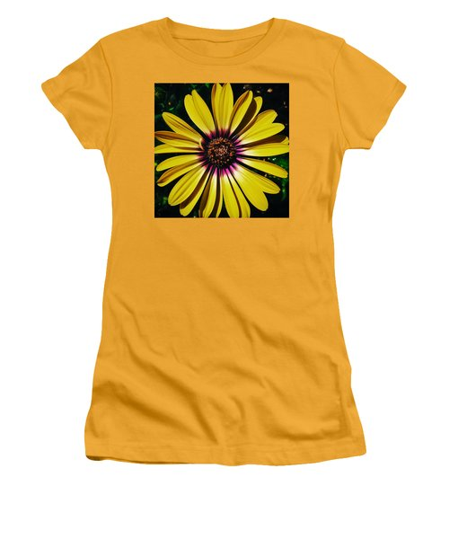Yellow Daisy Women's T-Shirt (Athletic Fit)