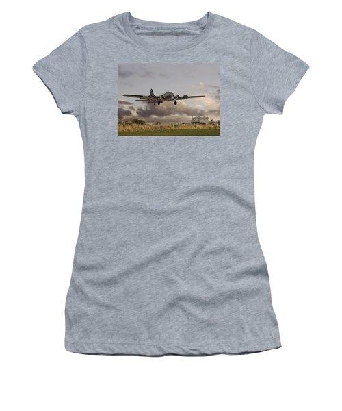 B17- 'airborne' Women's T-Shirt (Athletic Fit)