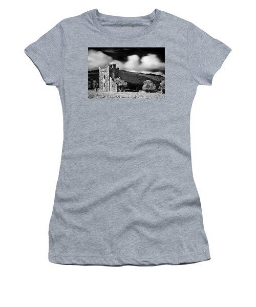 Castle Ruins / Ireland Women's T-Shirt (Athletic Fit)