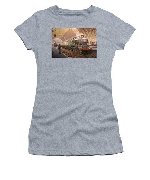 Paddington Arrival. Women's T-Shirt