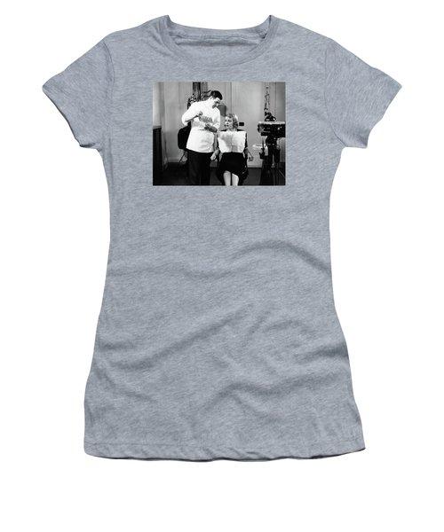 1930s Dentist Man Shows X-rays To Woman Women's T-Shirt