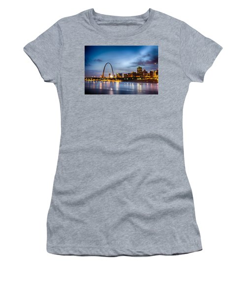 City Of St. Louis Skyline. Image Of St. Louis Downtown With Gate Women's T-Shirt (Athletic Fit)