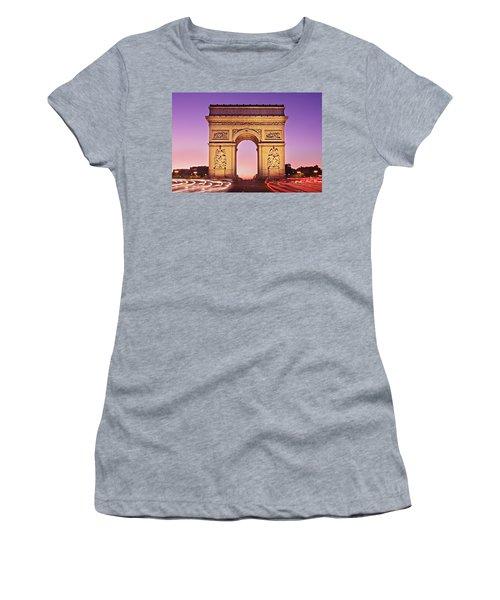 Arc De Triomphe Facade / Paris Women's T-Shirt (Athletic Fit)