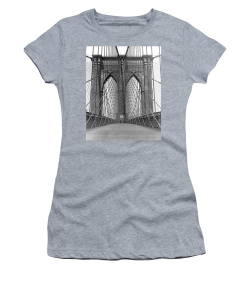 Brooklyn Bridge Promenade Women's T-Shirt