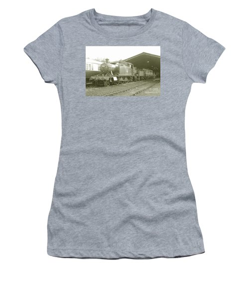 Buckfastleigh Shed Women's T-Shirt