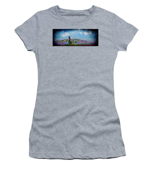 Field Of Flowers... Women's T-Shirt (Athletic Fit)